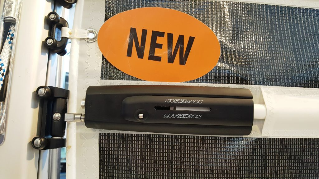 Batten receptacles for boats up to 90 feet